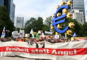 """Demo """"Freiheit statt Angst"""" am €-Zeichen"""